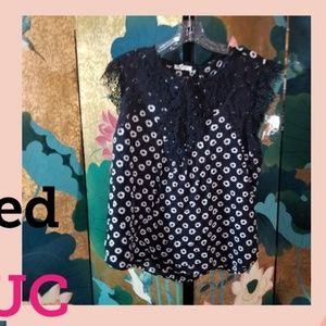 Black sleeveless daisy shirt with lace